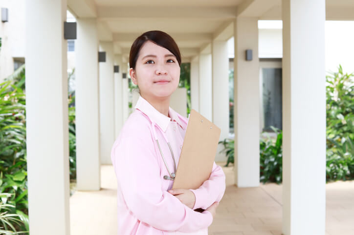介護職員初任者研修を取得した介護職員女性